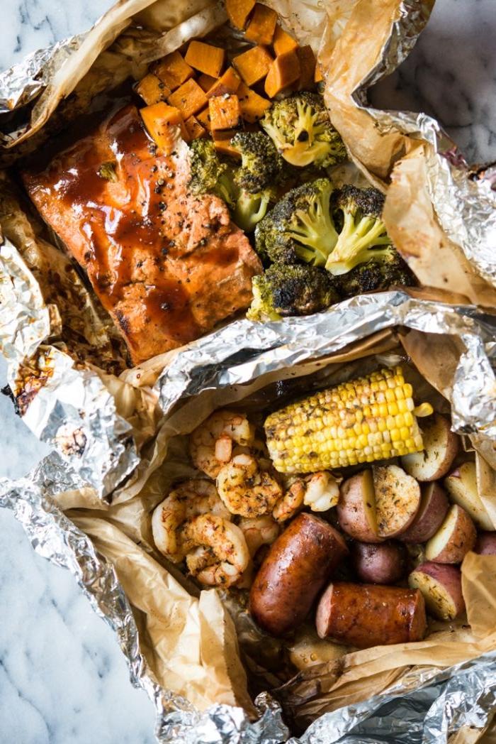 recette pavé de saumon en papillote et crevettes en papillonte avec accompagnement saucisse, patates, mais et brocoli