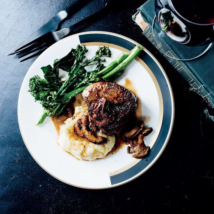 viande grillée au barbecue, idée recette avec filet de boeuf à la purée de pomme de terre avec légumes sautés
