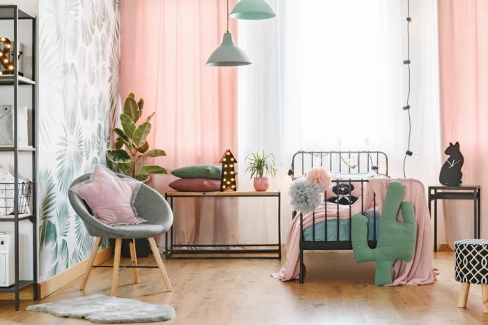 Rideaux roses dans une chambre blanc, vert et gris déco, chambre de fille en rose et gris, idée déco chambre bébé montessori