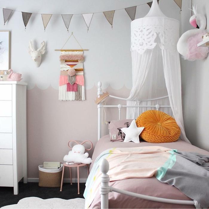 Gris et rose chambre enfant lit blanc en fer cool idée peinture chambre bébé, inspiration chambre pour fille en rose et gris