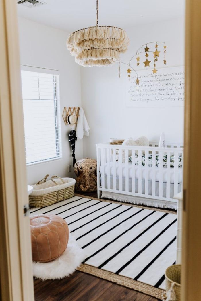 quelles couleurs pour une chambre bébé mixte d'esprit nature, design pièce blanche avec meubles en fibre végétale