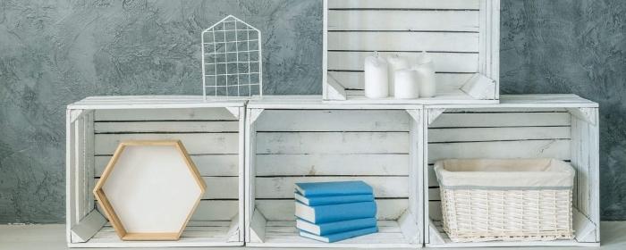 meuble en palette ou cagettes de bois recyclés à faire soi-même, décoration avec caisses de bois en forme d'étagère