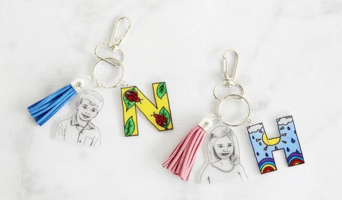 modèles de porte-clé original fait maison avec feuilles créatives à design silhouettes enfant, cadeau fête des pères personnalisé