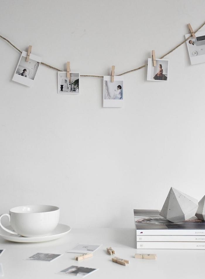 modèle d'accroche photo de style minimaliste facile à réaliser, idée comment décorer l'espace au-dessus de son bureau