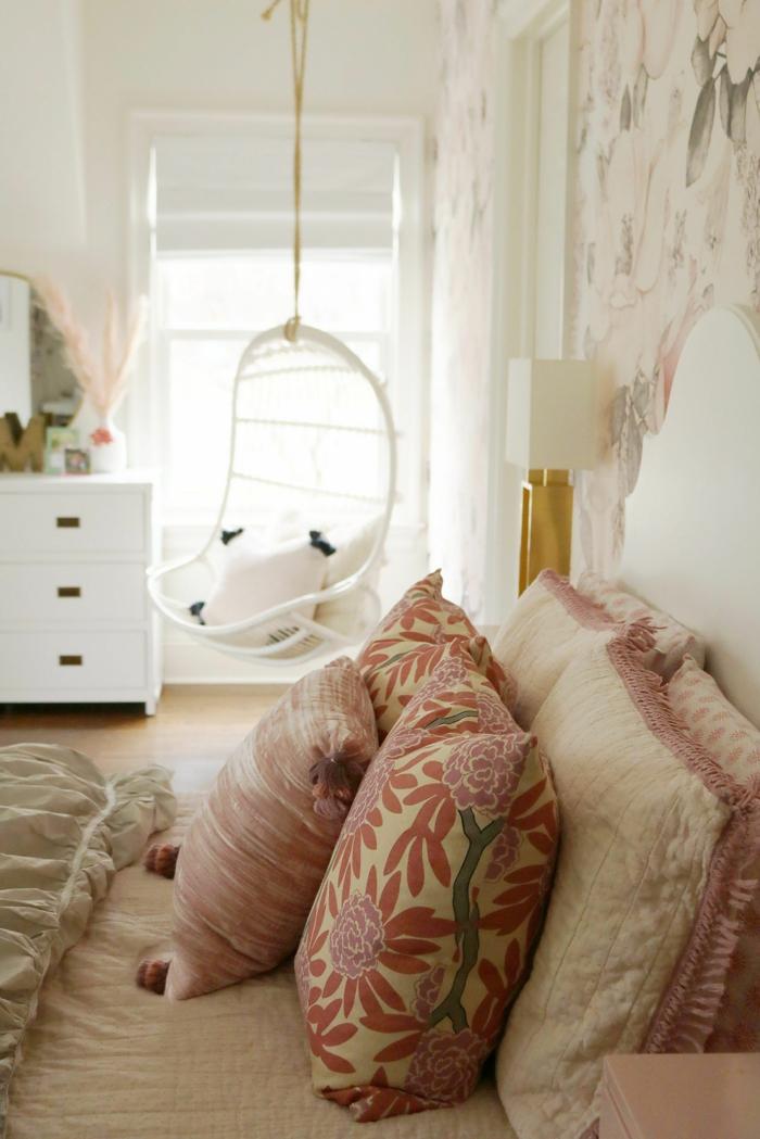 Chaise balançoire peinture chambre fille, comment peindre une chambre de fille ado coussins