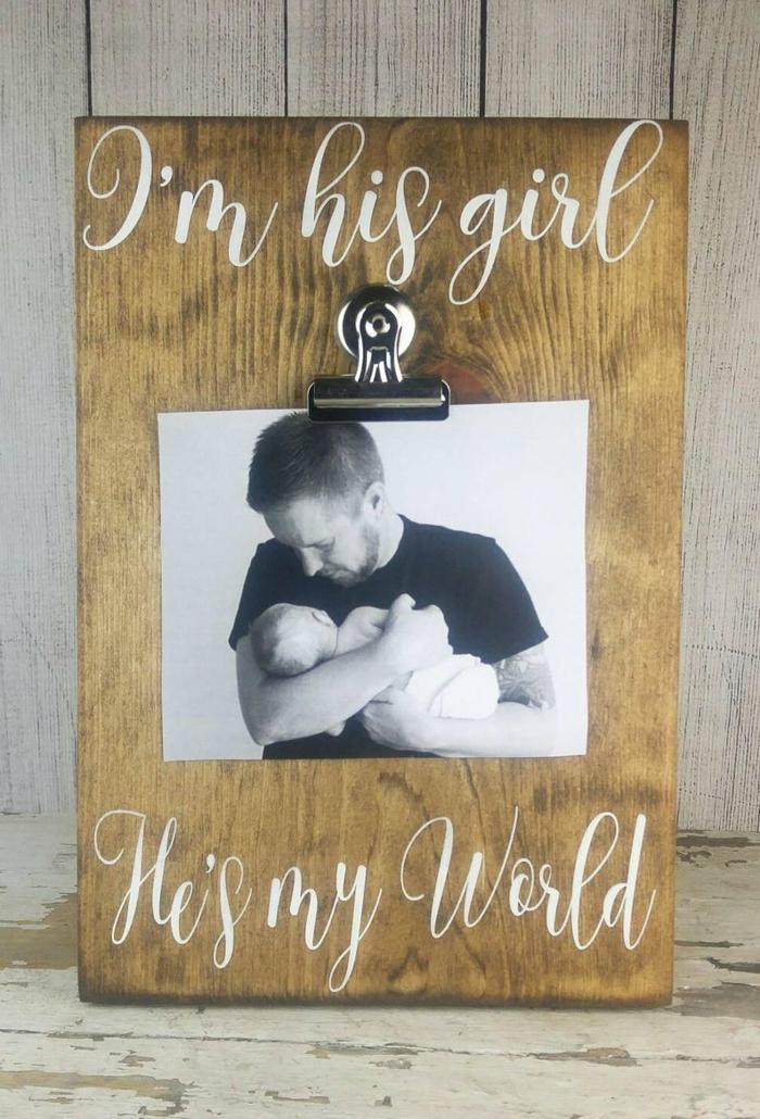 Bebe et son père photo adorable sur originale cadre idée cadeau papa, inspiration cadeau fete des peres bebe simple