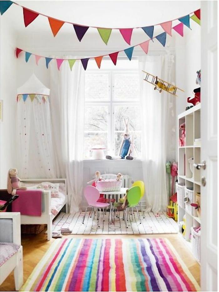 Coloré chambre enfant, tapis à rayé, couleur chambre fille, chambre de petite fille, les couleurs tendances