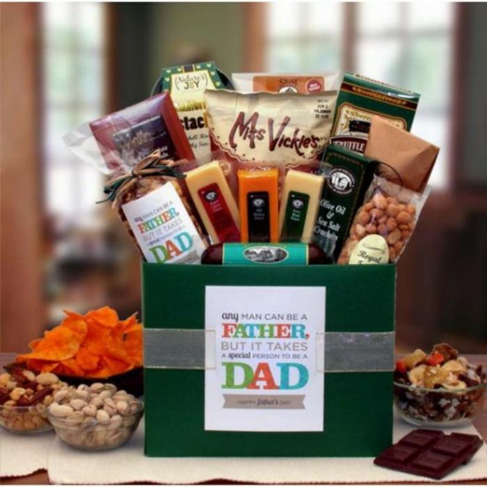 Kit plein de goodies pour offrir cadeau fête des pères fait par bébé, cadeau fete des peres a fabriquer