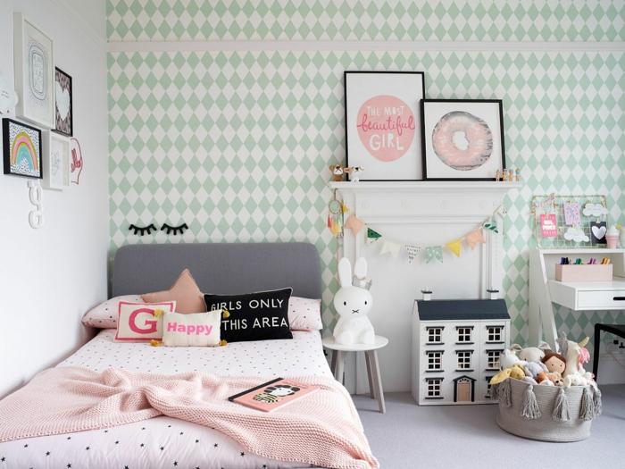 Papier peint diamants verts chambre de petite fille, comment décorer sa chambre pinterest