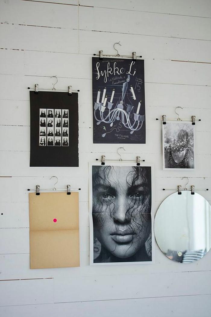 Mur déco cadre photo bois, pele mele photo vestire les murs proprement originale idée avec cintres