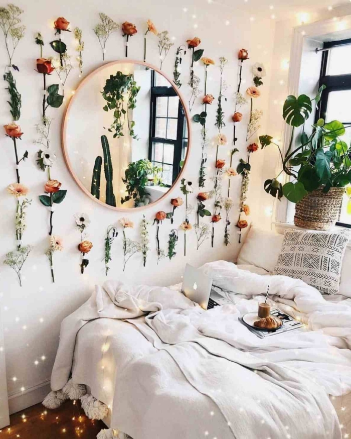 idée déco chambre adulte d'esprit boho chic, comment décorer les murs dans une pièce ado avec branches et feuilles