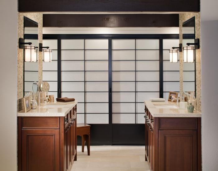 idée déco salle de bain de style japonais avec meubles en blanc et bois, design salle de bain double vasque en parallèle