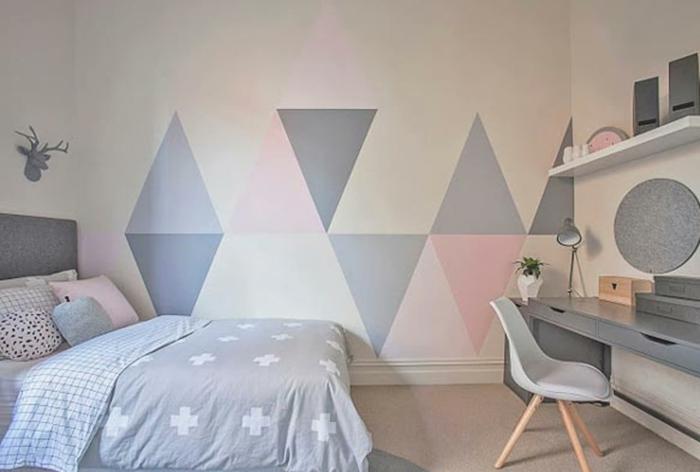 Triangles roses et gris idée peinture murale decoration chambre fille, inspiration chambre fille rose et gris