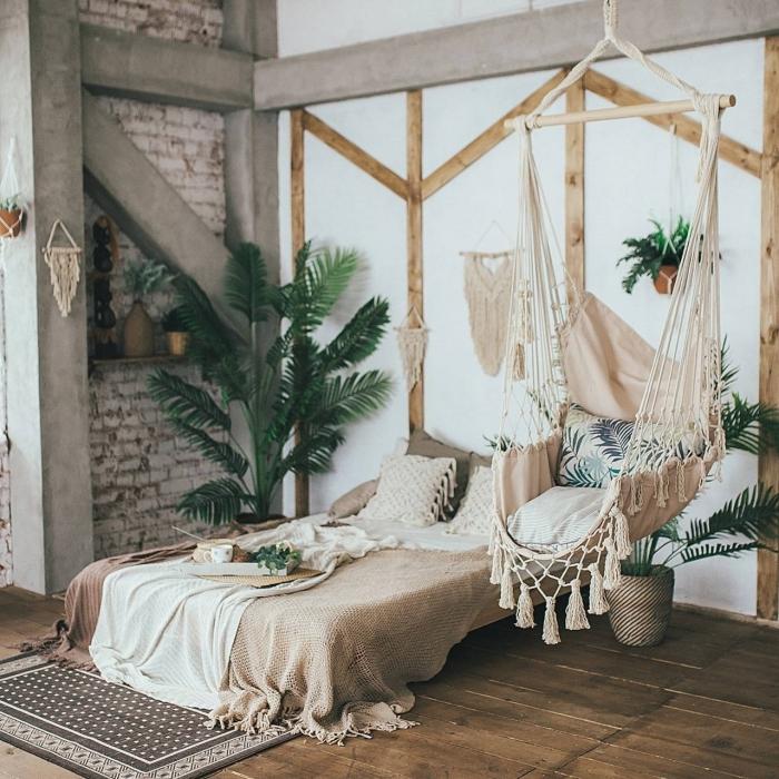 comment réussir la deco chambre adulte d'esprit bohème avec meubles en bois et fibre végétale, design chambre en couleurs neutres
