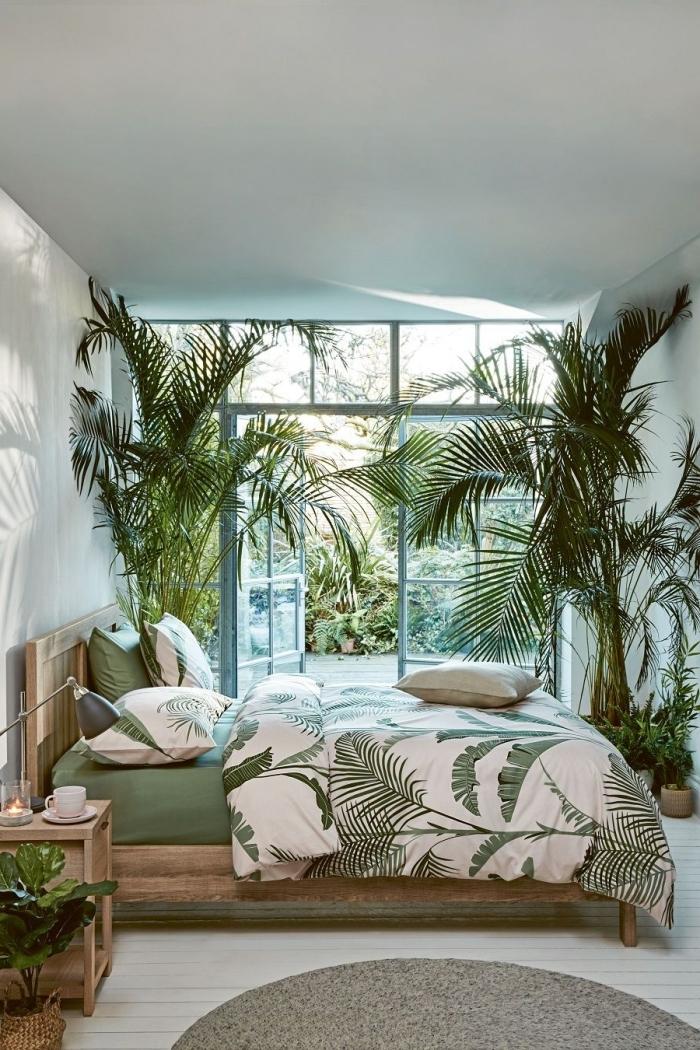 comment aménager une pièce parentale d'esprit exotique, idée de deco chambre zen avec gros lit en bois et linge de lit en blanc et vert