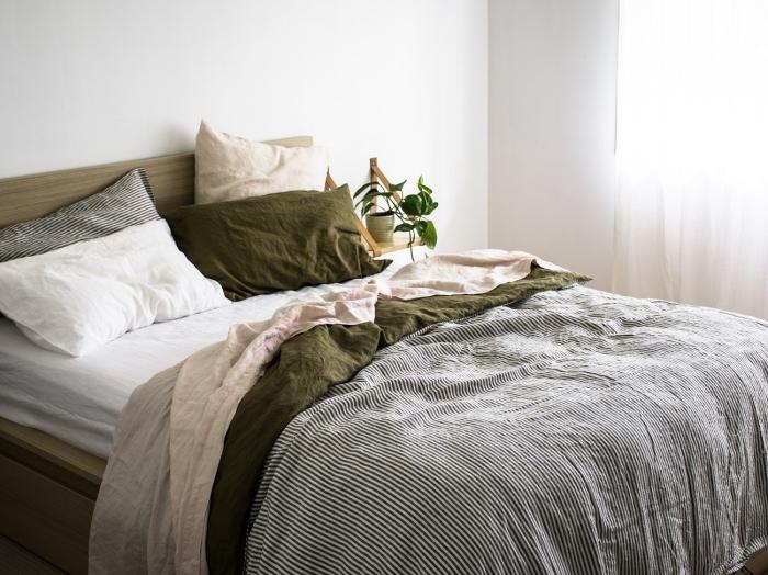 quelles couleurs pour la chambre adulte deco moderne, idée de chambre blanche aménagée avec meubles bois et accessoires en vert et gris