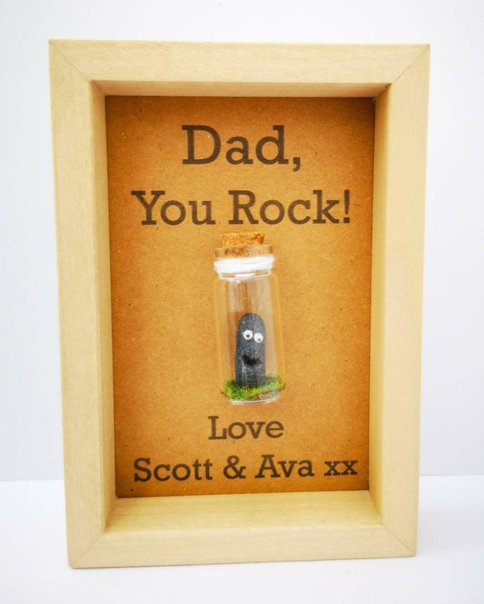 Papa est le meilleur, pierre dans bouteille miniature, idée cadeau fête des pères à fabriquer facilement, activité manuelle fete des peres