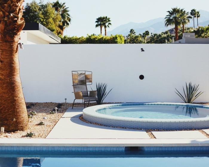 Maison à Los Angeles avec piscine et jacuzzi, choisir le spa extérieur le mieux adapté à votre maison