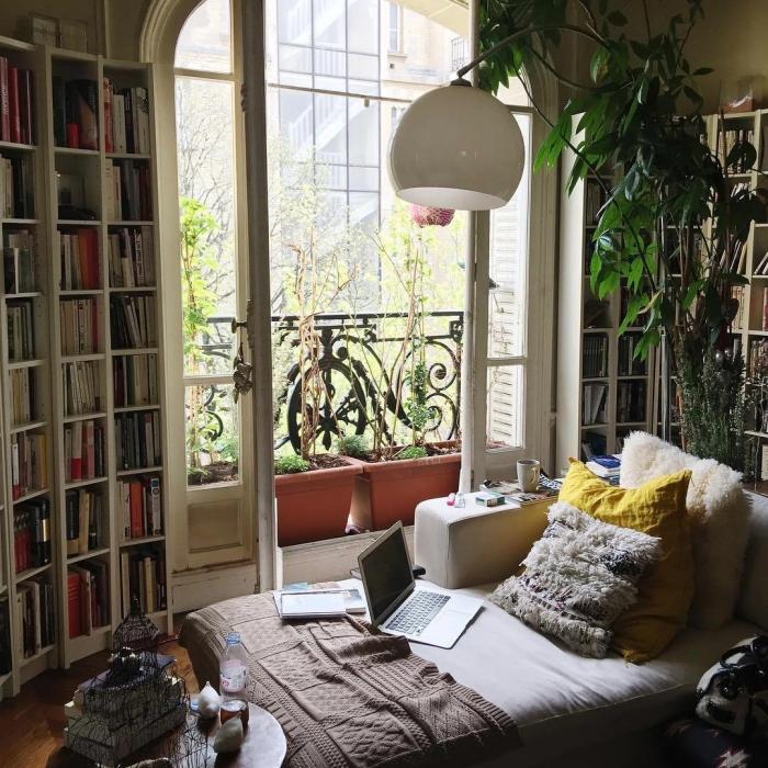 comment aménager petite pièce ado avec meubles pour rangement ouvert, idée de décoration de chambre boho chic