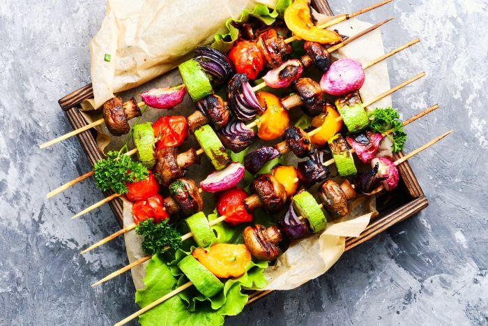 legumes accompagnement barbecue, brochette legumes aux champignons, brocoli, courgette, poivron