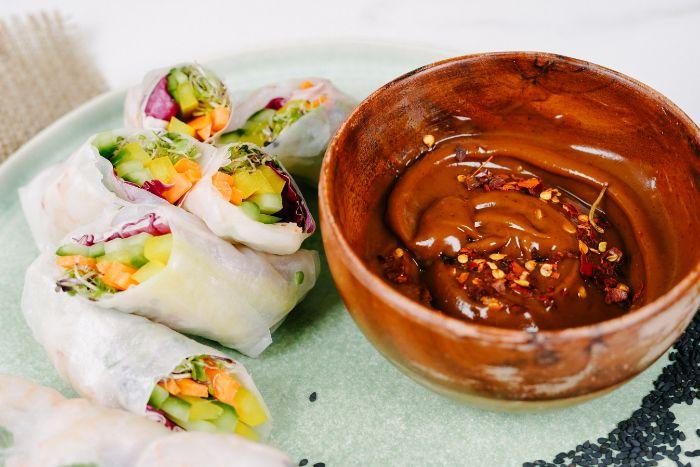 archzine studio recette rouelau de printemps aux crudités et crevettes avec sauce rouelaux de printemps à base de beurre de cacahuètes