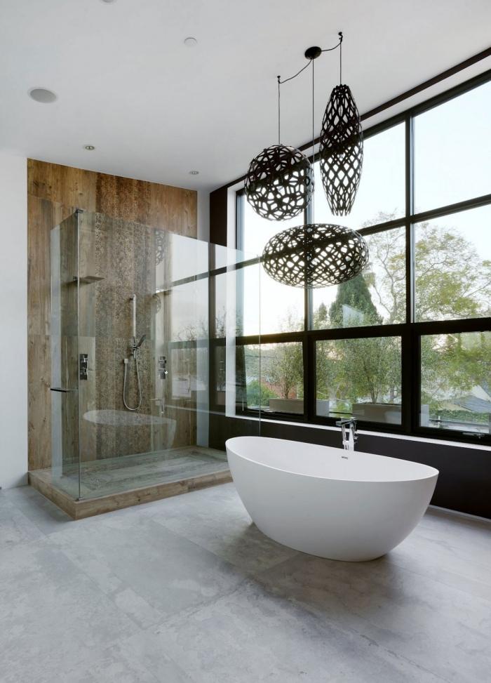 idée déco salle de bain relax en couleurs neutres, quel revêtement mural pour une cabine de douche à effet bois naturel