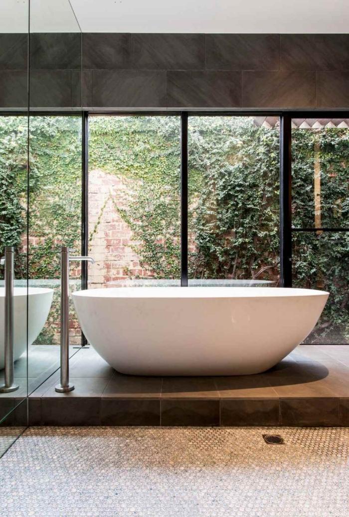 quelles couleurs pour aménager une salle de bain zen moderne, conception contemporaine salle de bain avec baignoire