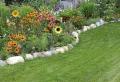 La bordure de jardin récup – structurer et décorer son jardin à l'aide de matériaux recyclés