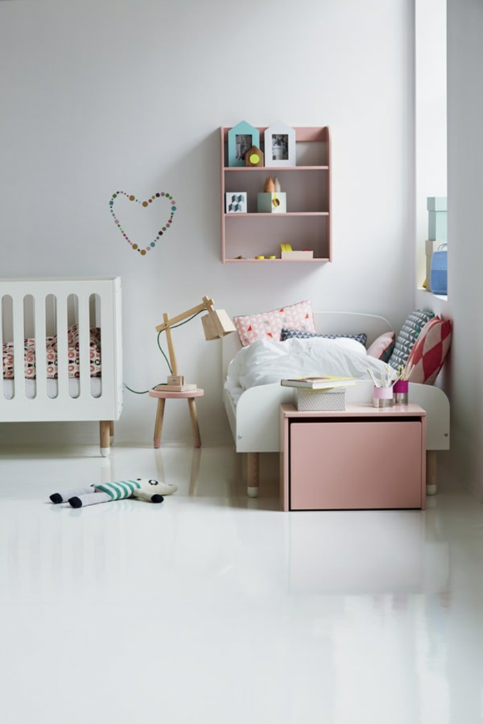Étagère rose en bois lit bébé et lit enfant chambre de petite fille, peinture chambre bébé, maison bien aménagée
