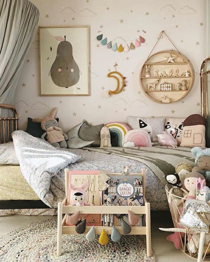 Lit en fer chambre fille rose et gris, idee deco chambre bebe fille se sentir bien chez soi