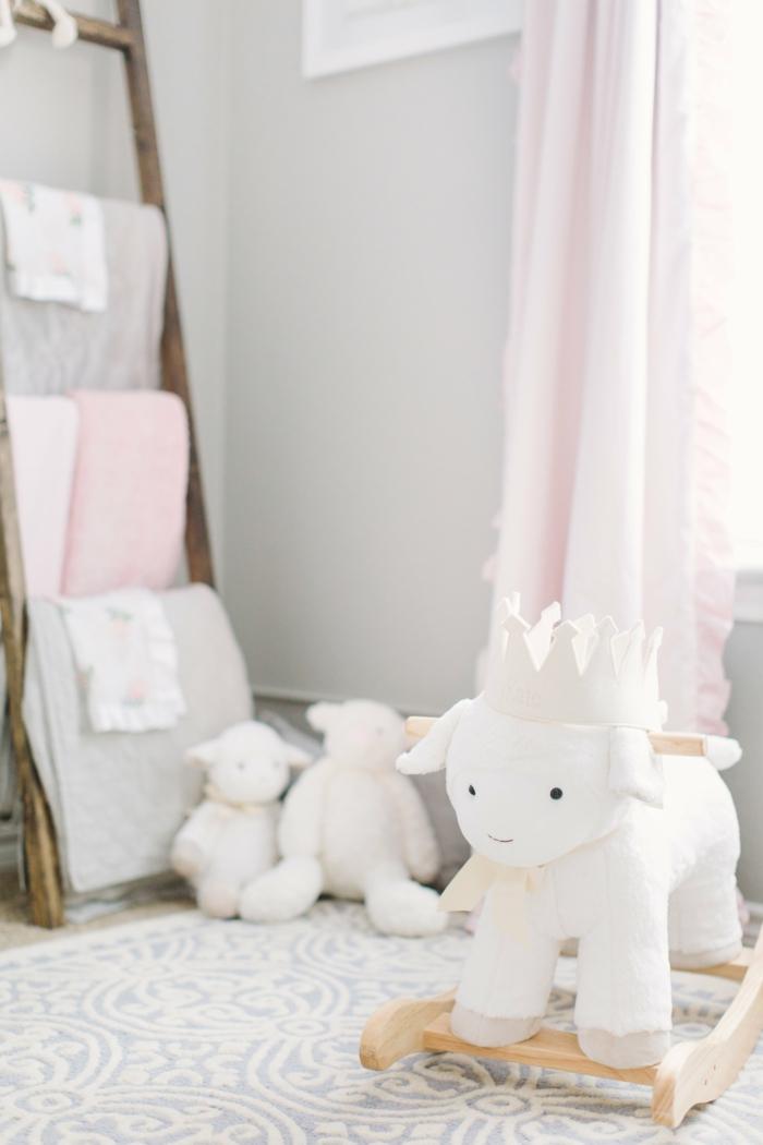Echelle bois jouet dada deco chambre bebe fille, chambre gris et rose quelle couleur chambre fille