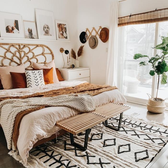 pinterest chambre de style exotique et bohème chic, aménagement pièce blanche avec meubles en fibre végétale et plante