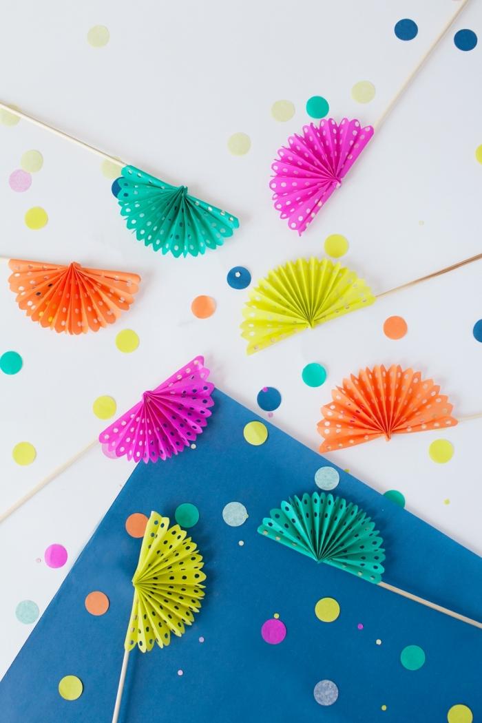 modèles d'éventails originaux en papier scrapbooking, activité manuelle facile et rapide, diy décoration pour cocktail