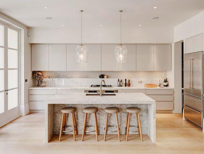 La couleur typique pour la cuisine blanc et bois, associer les couleurs dans une cuisine, les plus belles cuisines