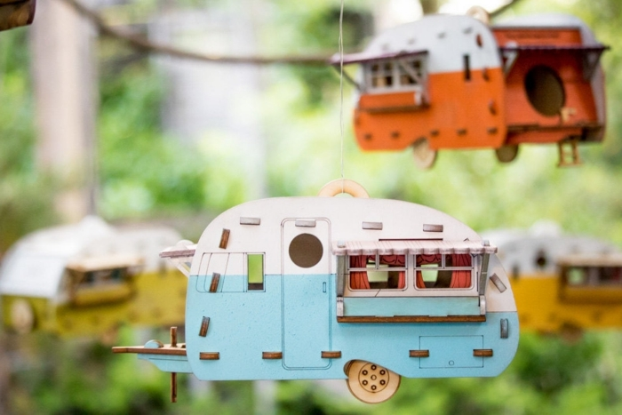 comment réaliser une décoration de jardin originale à l'aide d'un plan nichoir rouge gorge pour faire une maison oiseaux