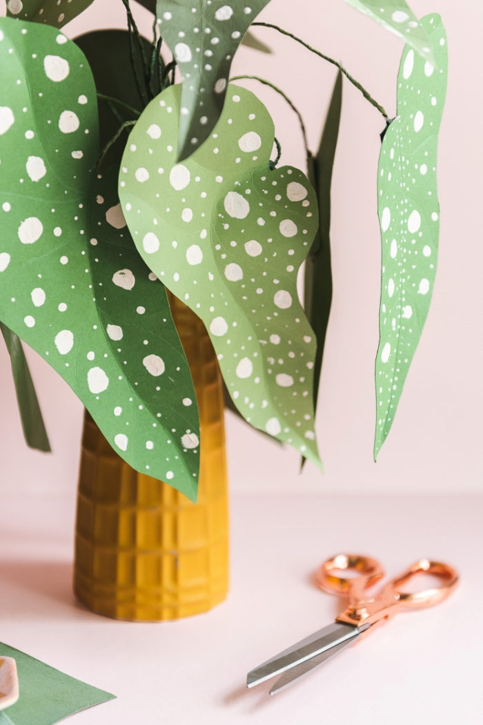 faire une plante d'intérieure originale en papier scrapbooking, idée d'activité manuelle facile en papier pour grands et petits