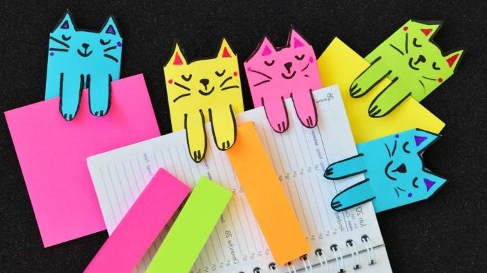 activité manuelle ado facile et économique, modèles de marques-pages originaux en formes de chat coloré avec pattes