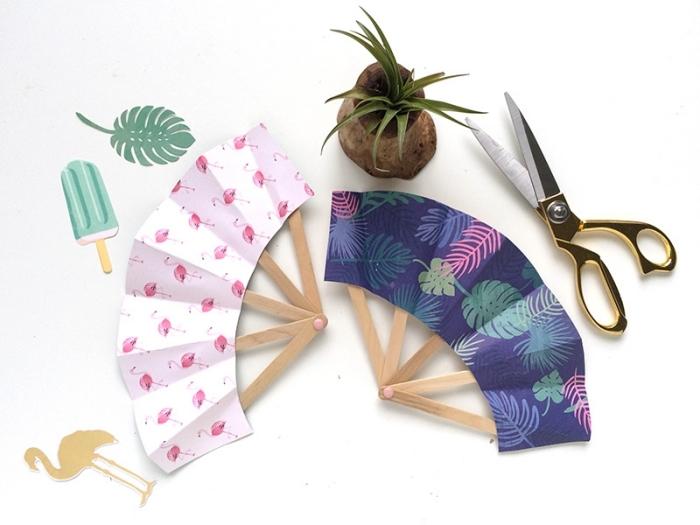 activité manuelle primaire, modèles d'éventails originaux fait main avec bâtons de glace et papier scrapbooking à motifs feuilles monstera