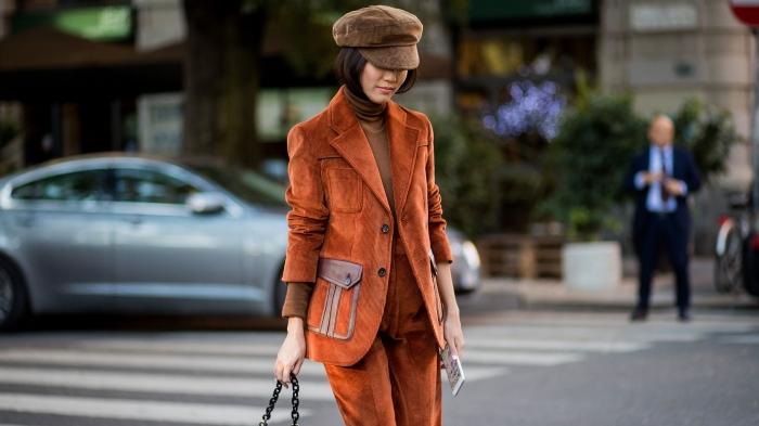 comment bien s'habiller avec costume femme, modèle de pantalon tailleur femme à porter au quotidien avec accessoires originaux