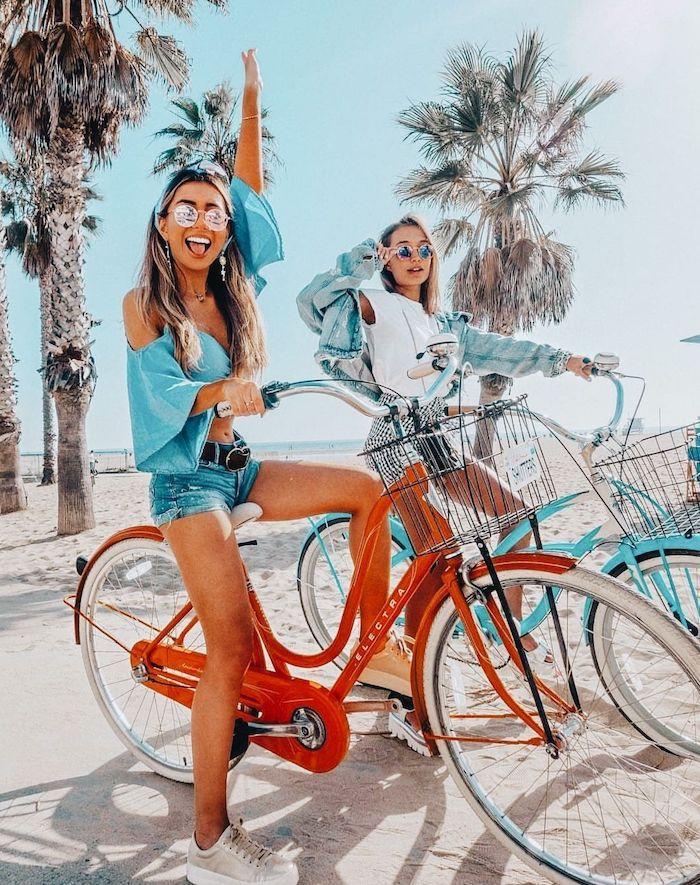 bicyclettes a la plage tenue d été pour femme comment porter pantalon jourt jean été amies en tenues similaires
