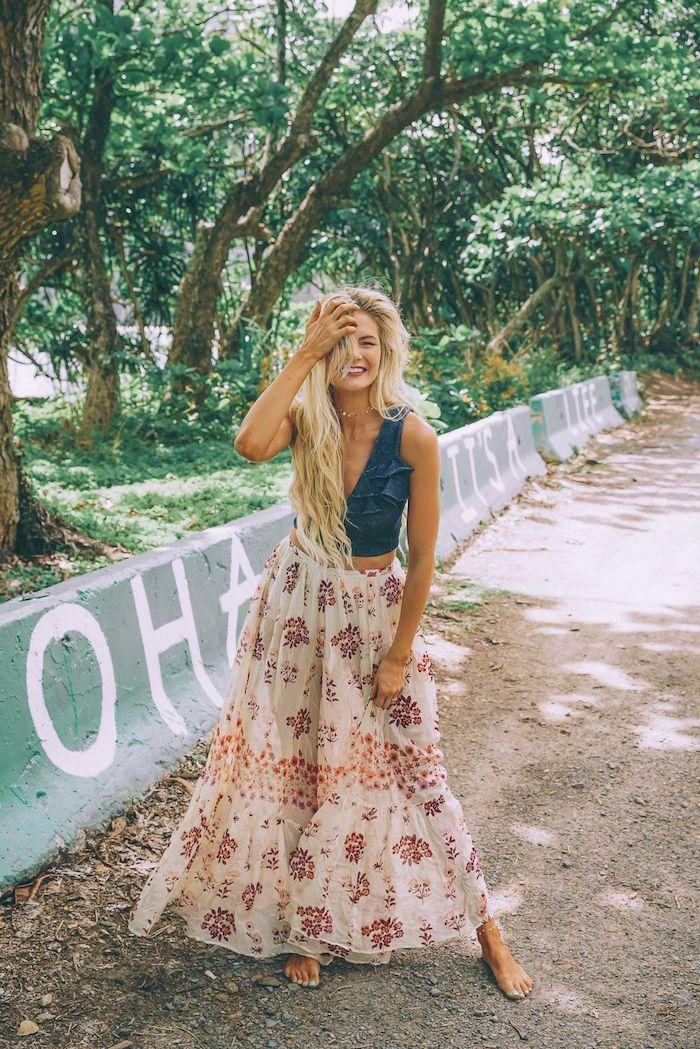 bohemienne top jean debardeur jupe longue evasee boheme femme blonde robe chic femme les plus belles tenues pour femme chic boheme promenade