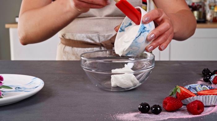 bol marbre blanc et bleu cuisine plan de travail assiette marbre recette dessert léger fruits rouges framboises bol skyr crème muffins sains