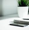 bureau blanc plante verte d interieur cahier stylo portable