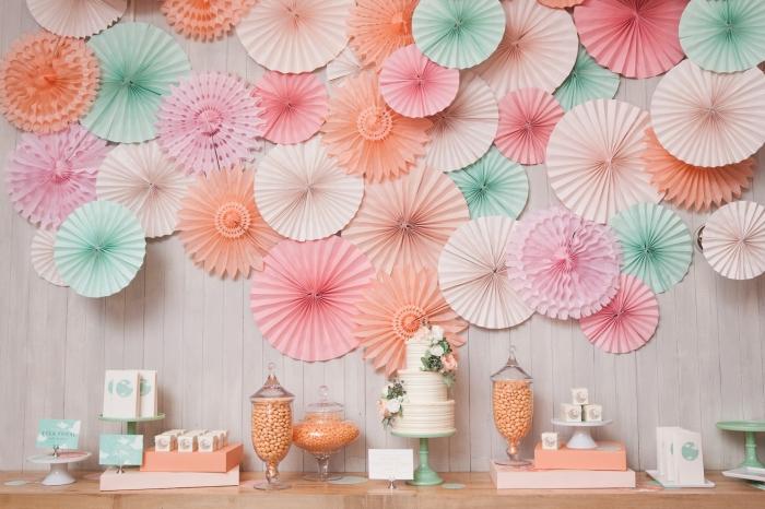 activité manuelle facile et rapide, idée comment réaliser une déco d'anniversaire femme avec art mural en éventails en papier