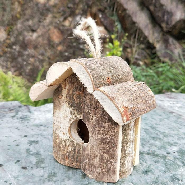 exemple comment faire un nichoir pour rouge gorge facile, diy mangeoire pour petits oiseaux fabriquée avec morceaux de bois