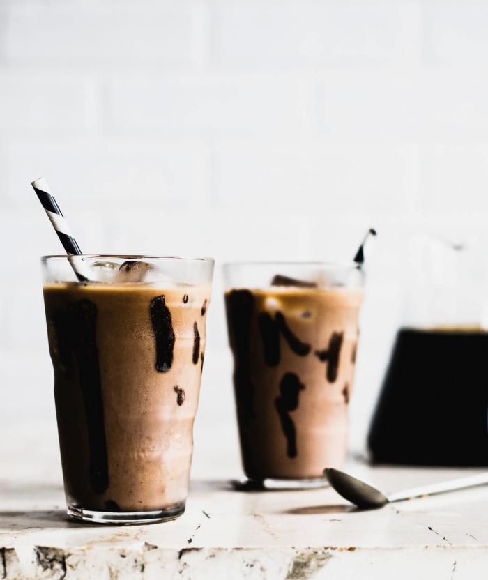 comment faire un café frappé originale avec beurre d'arachide et chocolat, recette de café froid pour l'été avec chocolat