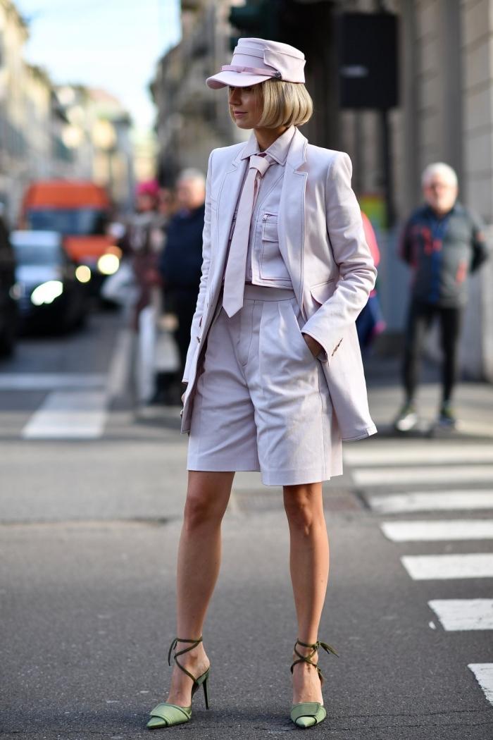 comment porter le rose pâle au quotidienne, modèle de pantalon tailleur femme avec shorts et blazer de nuance rose pastel