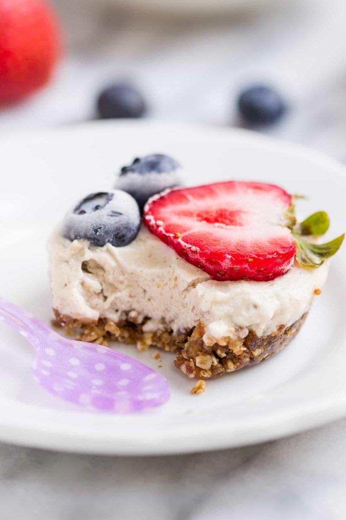 cheescake été biscuits concassées beurre dessert facile pour recevoir mini gâteau biscuits et fromage mascrapone fruits fraîches fraises
