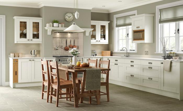 Taupe mur cuisine rustique table a manger bois et chaises pour table à manger en bois, tendance cuisine 2020, peinture salle a manger qui donne à la cuisine