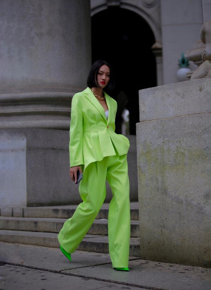 comment porter les couleurs flashy pour une occasion spéciale femme, tailleur pantalon femme pour cérémonie mariage